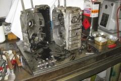 Der Motor ist auseinander. Keine Überraschungen, nur jede Menge Ölschlamm im Gehäuse